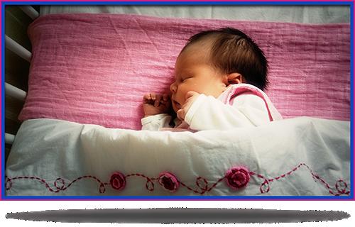 kind in bedje, foto gemaakt door verloskundige Sabrina Goossens te Groningen